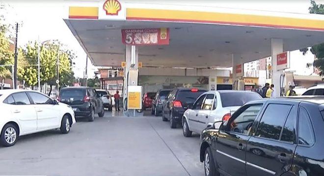 Gasolina a R$ 5,57 gera fila em posto de combustível de Fortaleza