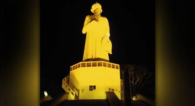 Monumento do Padre Cícero recebe iluminação em alusão ao setembro amarelo