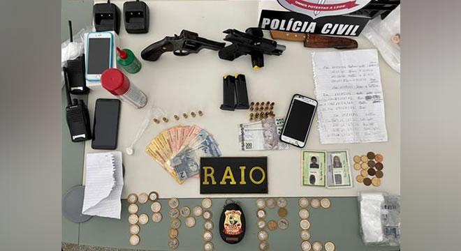Policiais civis e militares apreendem armas, munições, drogas e veículos em Iguatu